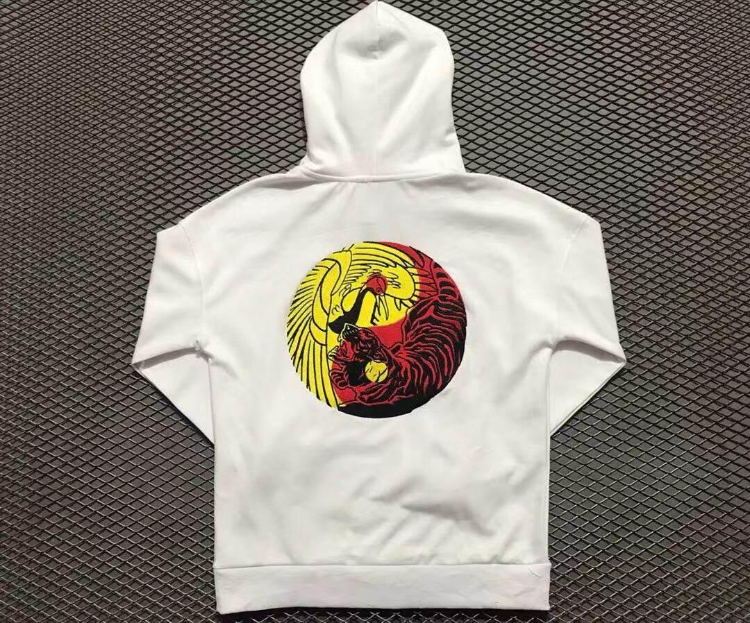 中国李宁巴黎时装秀虎鹤双形刺绣卫衣