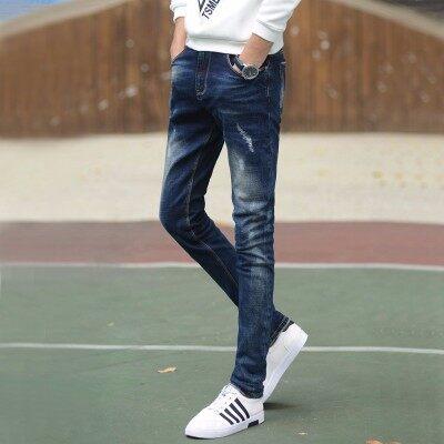 2018潮流时尚,青春修饰小脚牛仔长裤。